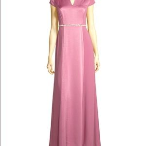 GORGEOUS Magenta Silk floor length gown!!!🌹🌹🌹🌹